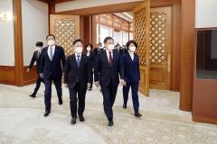 문 대통령, 박범계 장관에 '검찰 개혁' 제도개선안 마무리 당부
