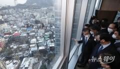 서울역 쪽방촌 정비 부지 둘러보는 변창흠 장관