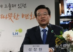 서울역 쪽방촌 정비 발언하는 성장현 용산구청장