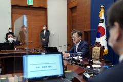 """문 대통령 """"3월부터 새 거리두기 시행""""…수보회의서 '4차 지원금'도 언급"""
