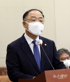 """홍남기 """"도시공원·그린벨트 내 수소충전소 설치 허용"""""""