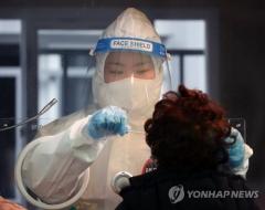 신규확진 446명 나흘만에 400명대로 내려와…집단감염 여파 지속