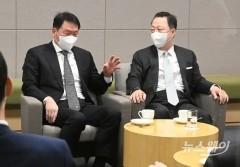 """서울상의 회장 취임한 최태원 """"엄중한 시기 무거운 직책 맡았다"""""""