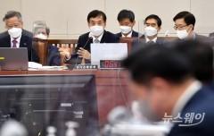 이주열 한국은행 총재, 국회 기획재정위원회 전체회의 참석