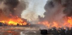 화성 율암리 재활용 공장서 화재…소방당국 진압 중