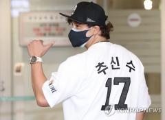 '신세계 영입 1호' 추신수, 유니폼도 가장 먼저 입었다