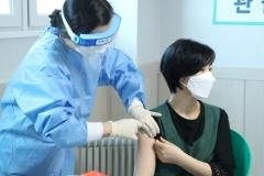고양시, 노인요양원서 첫 코로나19 백신 접종