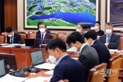 與, 결국 LH 사태 부당이익 '소급적용 몰수' 추진···위헌 논란은 어떻게?