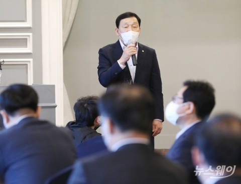 [NW포토]더불어민주당 쇄신 진로 발언하는 김철민 의원