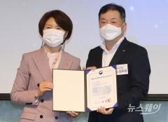 [NW포토]김진영 국민은행 ESG 대표, '2030 무공해차 전환100' 참여