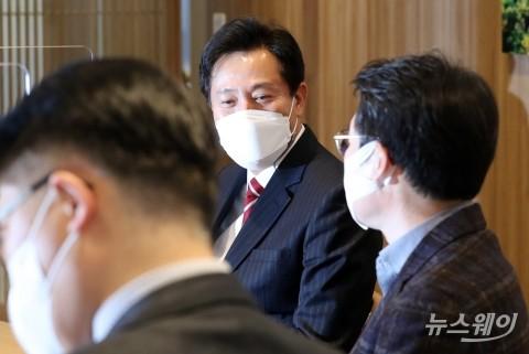 [NW포토]오세훈 시장, 서울시구청장협의회 임원들과 면담