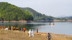 청주 대청호서 산불진화헬기 추락··· 1명 구조·1명 심정지