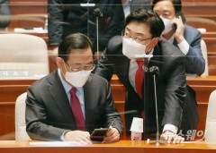 [NW포토]대화하는 주호영 당대표 권한대행과 김성원 원내수석부대표