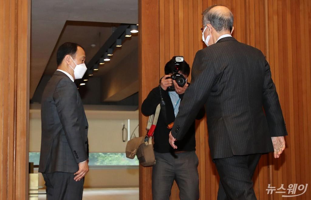 [NW포토]남양유업, '코로나19 억제 효과' 무리수…결국 홍원식 회장 사퇴