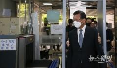 [NW포토]법원 들어서는 박삼구 전 금호아시아나그룹 회장