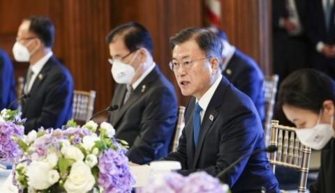 文 대통령, 내달 2일 4대그룹 총수와 회동···대미 투자 '격려'