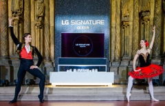 러시아 푸시칸미술관 등장한 LG 롤러블 TV···VVIP 마케팅 확대