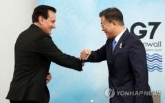 """문재인 대통령, 아스트라제네카 CEO에 """"한국 생산능력 활용해달라"""""""
