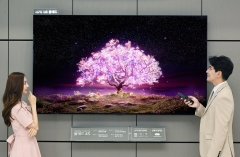 LG전자, 세계 최초 83형 '올레드 TV' 출시