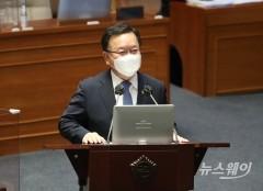 [NW포토]대정부질문에 답하는 김부겸 총리