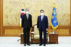 문 대통령, 성 김 미 대북특별대표 접견···한반도 비핵화 논의