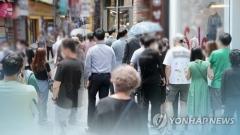 """정부 """"내수 관련 불확실성 지속""""···7월 카드 승인액 7.9%↑"""