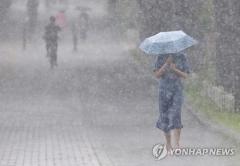 [내일 날씨]아침까지 곳곳 소나기···낮 최고 31∼36도