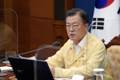 문 대통령, 25일 '중대본' 회의 주재···범국가적 방역 대응 태세 점검