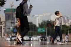 [오늘 날씨]전국 곳곳 강한 소나기···찜통더위 계속