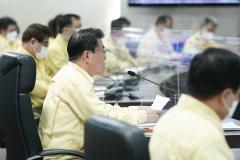 문 대통령, 코로나19 중대본 회의서 범국가적 방역대응 점검(종합)