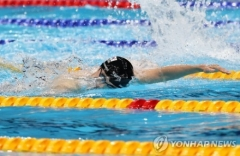 황선우, 자유형 100m 한국 신기록···준결승 진출 성공