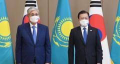 문 대통령, 한·카자흐 정상회담···실질협력 확대 방안 논의