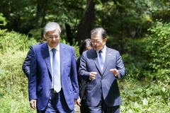 문 대통령-토카예프 대통령, 4차 산업혁명·남북 대화 협력 논의(종합)