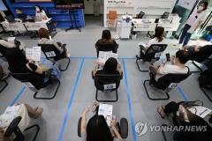 추석 '직계가족 4인 이상' 모임 허용 검토···거리두기 연장 가닥