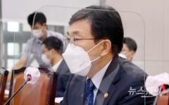 """권덕철 장관 """"내달 1일부터 단계적 일상회복 전환 검토"""""""