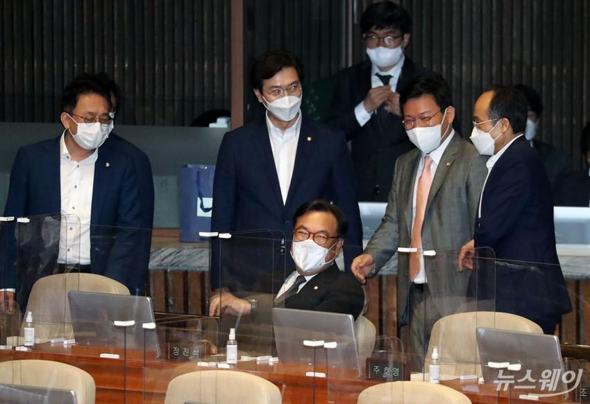 [NW포토]국회부의장 무기명 표결 앞둔 정진석 의원