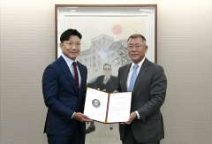 [NW포토]정의선 회장, 정몽구 백신혁신센터 설립 서명