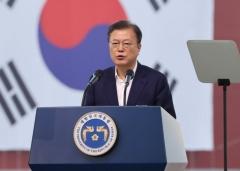 """문 대통령 """"2030년 전세계 친환경선박 점유율 75%까지 늘릴 것"""""""
