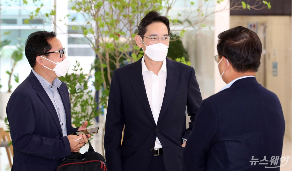 [NW포토]국무총리 기다리는 이재용 삼성전자 부회장