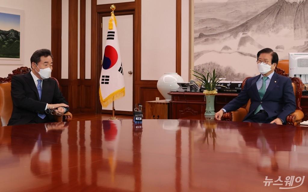 [NW포토]국회의원 사직안 놓고 박병석 국회의장 면담한 이낙연