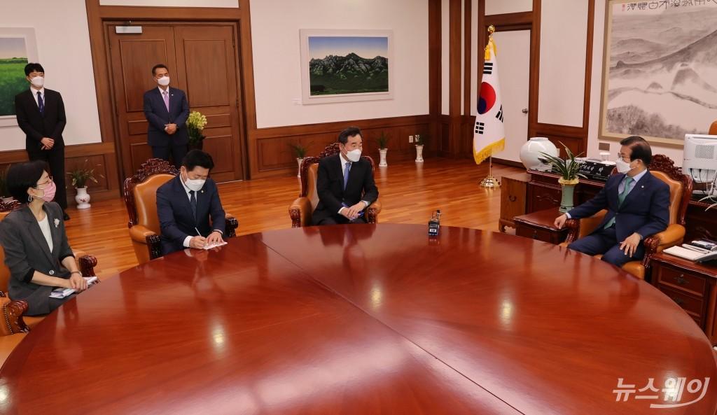 [NW포토]박병석 국회의장 만난 이낙연