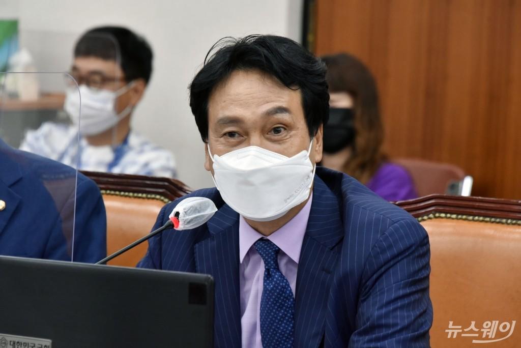 [NW포토]국회 교육위원회 합류한 안민석 의원