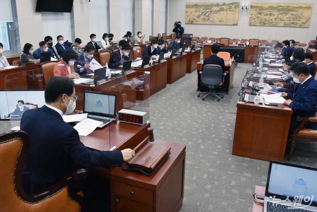 [NW포토]국회 교육위원회 전체회의