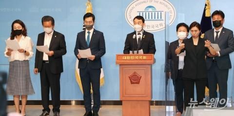더불어민주당 의원들, 언론중재법 본회의 상정 촉구 기자회견