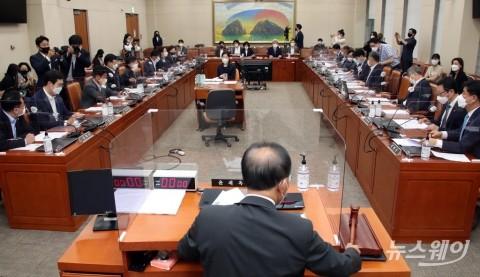 국회 정무위 전체회의