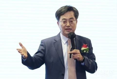"""김동연 """"윤석열, 공감 능력 문제···이재명, 맷집 강해"""""""