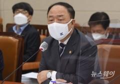 홍남기, 미 재무장관에 '반도체정보 요구' 한국기업 우려 전달