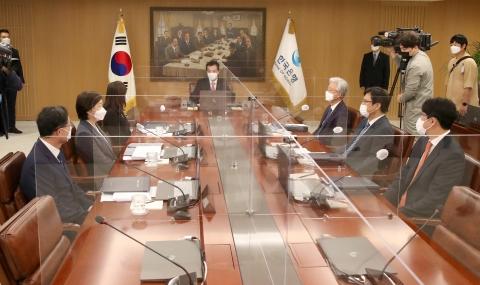 성장률 하락에도 11월 기준금리 인상 가능성 커···'위드 코로나' 변수