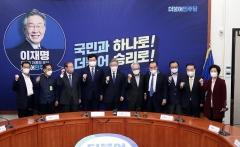"""이재명 """"4기 민주정부 창출에 최선""""···민주당 고문들 """"비 온 뒤 땅 굳어"""""""