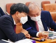 [NW포토]국정감사 준비하는 정영채 NH투자증권 대표